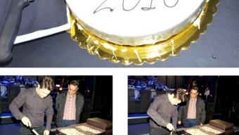 """Ο Πάνος Κιάμος έκοψε την πρωτoχρονιάτικη πίτα του """"Club 22"""""""