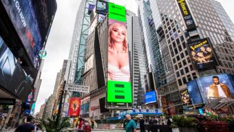 Η JOSEPHINE μπήκε σε billboard στην Times Square! Το «χρυσό κορίτσι» της ελληνικής δισκογραφίας ξεπέρασε τα σύνορα!